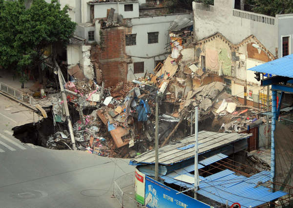 subsidence causes buildings collapse in china